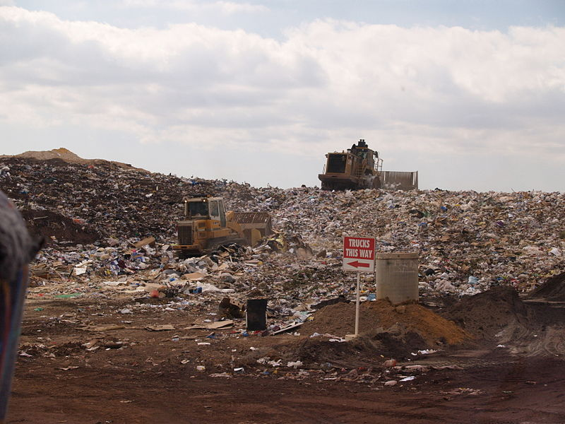800px-Landfill_face