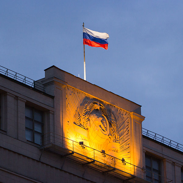 600px-Moscow_Russia_Flag_and_Hammer_and_Sickle