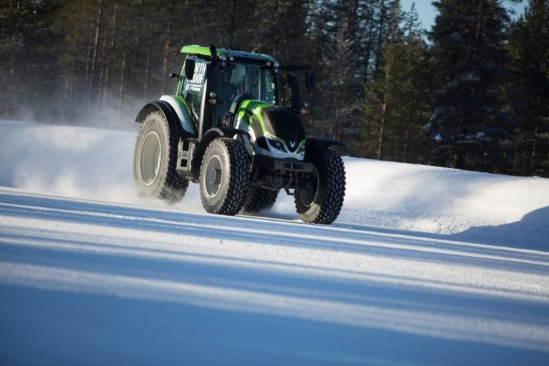 Nokian Tyres and Valtra Set the New World Record for Tractors: 130.165 km/h!