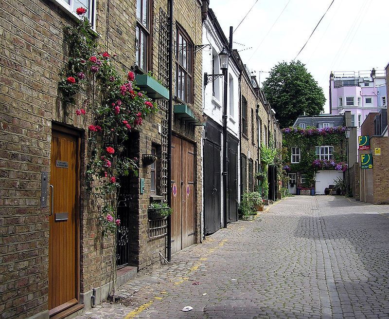 800px-Dunworth.mews.london.arp