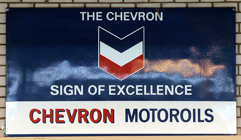 800px-The_Chevron_sign_of_excellence,_Chevron_Motoroils,_enamel_advertising_sign
