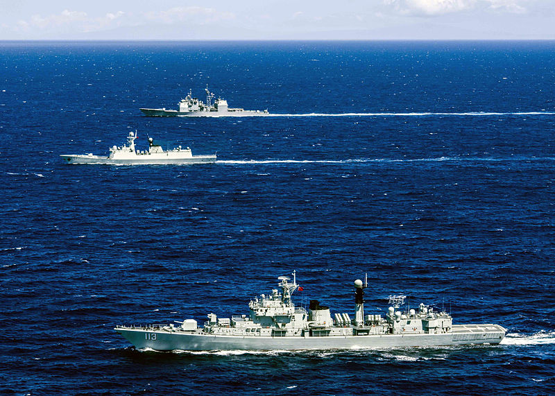 U.S._and_Chinese_navy_ships_operate_together._9715570707