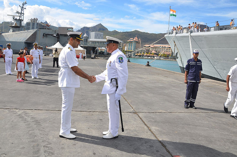 Indian_and_Maldivian_naval_officer